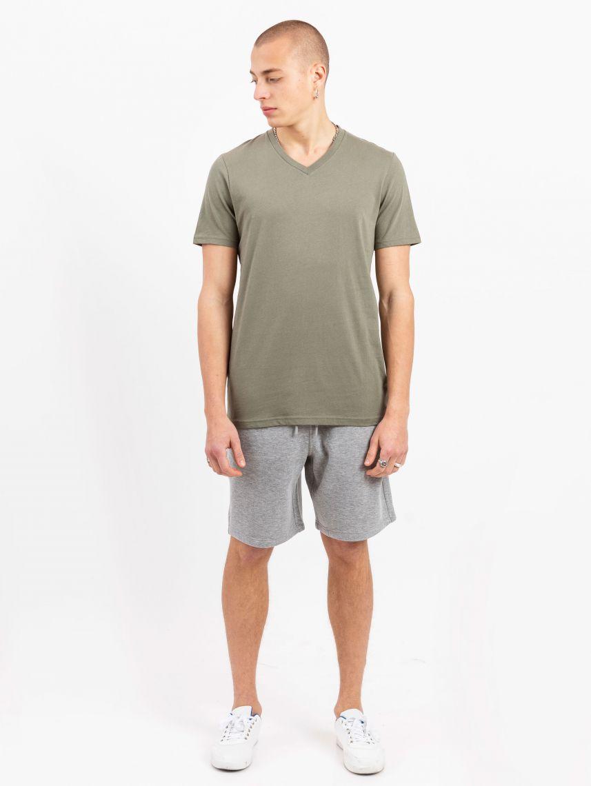 חולצת טי צווארון V