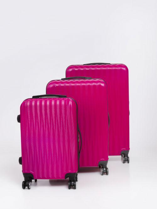 מזוודה   המחיר משתנה בהתאם לגדלים