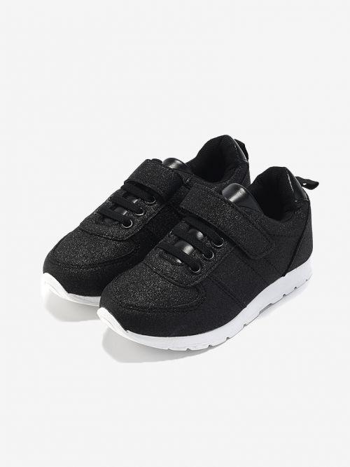 נעלי ספורט מנצנצות
