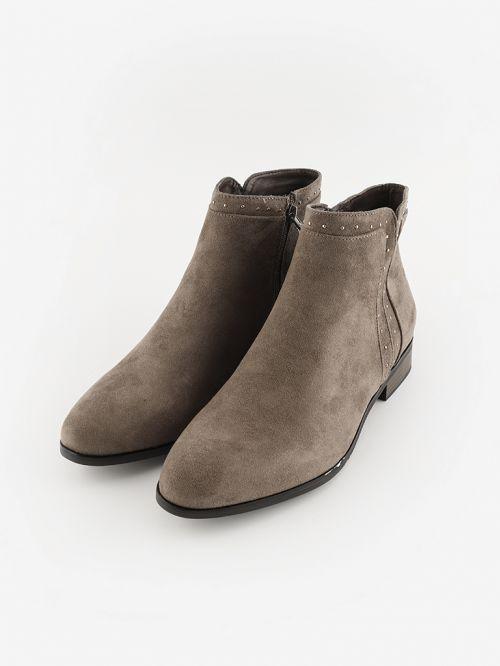 מגפיים לנשים שטוחים