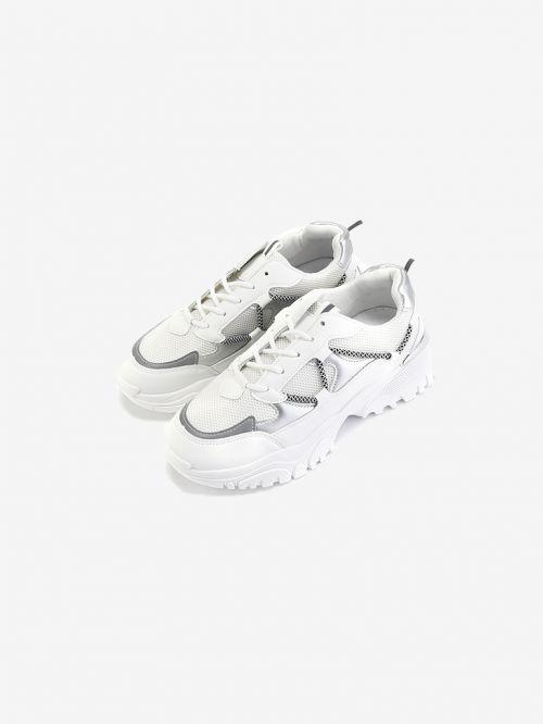 נעלי ספורט גבוהות